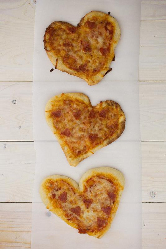 mini-heart-valentine-pizzas