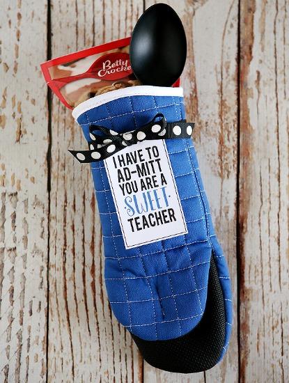 sweet-teacher-oven-mitt-small