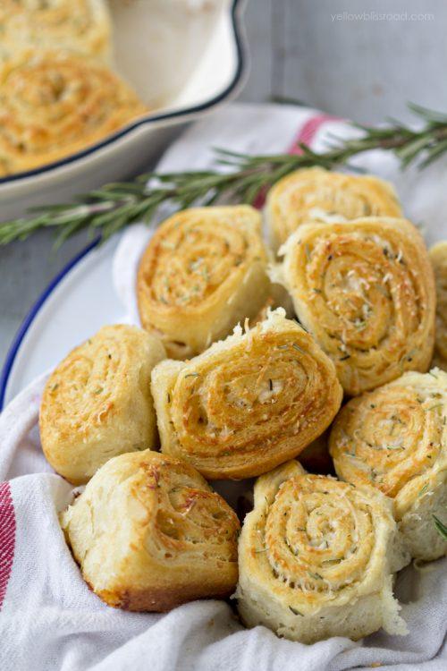 Parmesan-Rosemary-and-Garlic-Dinner-Rolls