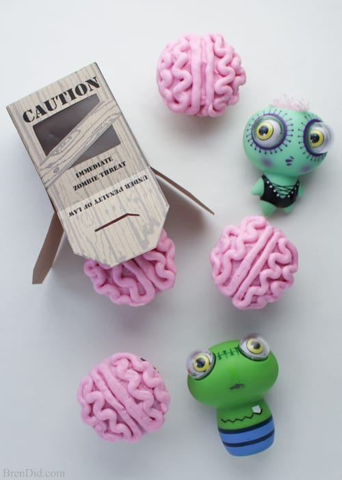 All-Natural-Zombie-Brain-Cupcakes-printable-container