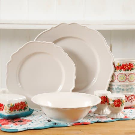 The Pioneer Woman Vintage Ruffle 20 Piece Dinnerware Set